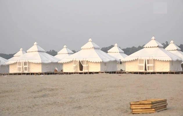 कुंभ मेला: प्रयागराज में विदेशी पर्यटकों के लिए लगाए गये शानदार टेंट्स
