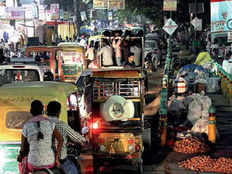 fight between police and nagar nigam become the problem for shopkeepers in lucknow