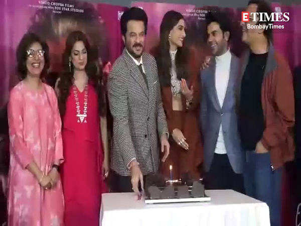 watch anil kapoor celebrates his 62nd birthday