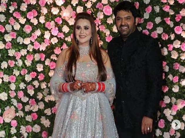 ऐक्टर और कमीडियन कपिल शर्मा ने सोमवार को मुंबई में ग्रैंड रिसेप्शन दिया। इस दौरान टीवी से लेकर फिल्म इंडस्ट्री से जुड़े सितारों ने भी शिरकत की। इस रिसेप्सन पार्टी का आयोजन होटेल J.W Marriot में किया गया था।