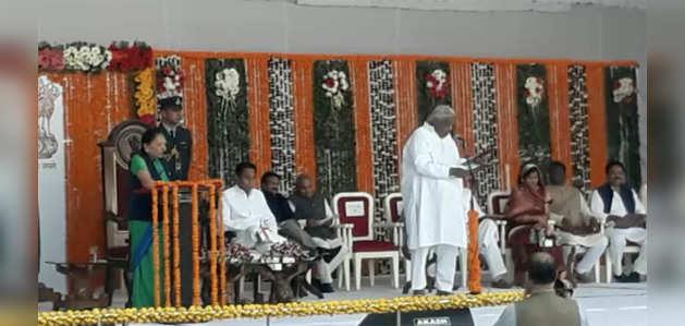 कमलनाथ के मंत्रिमंडल में 28 मंत्री, राजभवन के लॉन में आयोजित हुआ शपथ ग्रहण समारोह
