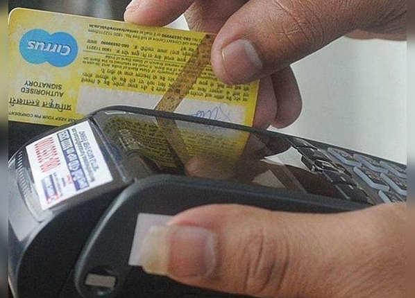 बदल लें पुराने डेबिट-क्रेडिट कार्ड