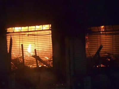 तिलकनगर की इमारत में लगी आग