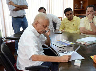 सचिवालय में गोवा के सीएम मनोहर पर्रिकर