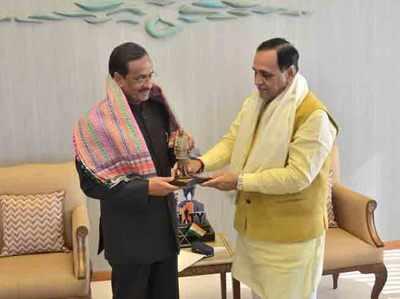 गुजरात के सीएम विजय रुपाणी के साथ दिनेश शर्मा