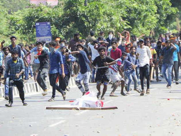 मंदिर में महिलाओं के प्रवेश के विरोध में गुरुवार को हुआ था प्रदर्शन।