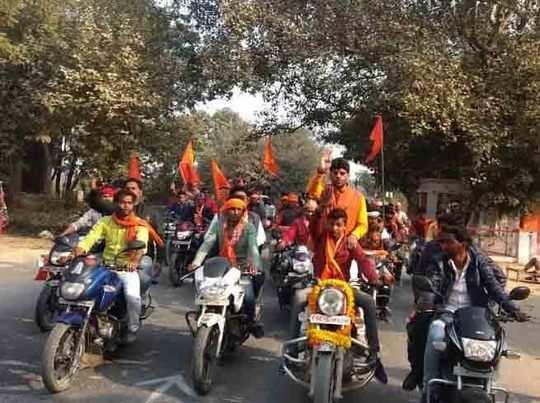 शिवसैनिकों की बाइक रैली