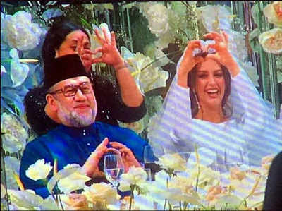 Image result for मलेशिया के सुलतान ने शादी के लिए छोड़ा शाही पद, ब्यूटी क्वीन ने बदला धर्म