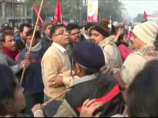 पश्चिम बंगाल में टीएमसी और सीपीएम कार्यकर्ताओं के बीच झड़प
