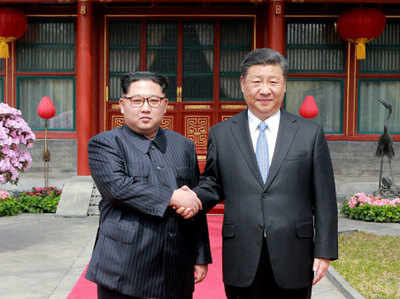 चीन के राष्ट्रपति के साथ किम जोंग-उन