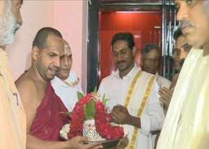 ysrcp chief ys jagan mohan reddy visits tirumala temple