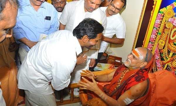 swaroopanandendra saraswati mahaswamy bessings to ysrcp chief ys jagan