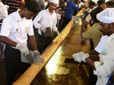 चेन्नई में वर्ल्ड रिकॉर्ड स्थापित करने के लिए बनाया गया 100 फुट लंबा का डोसा