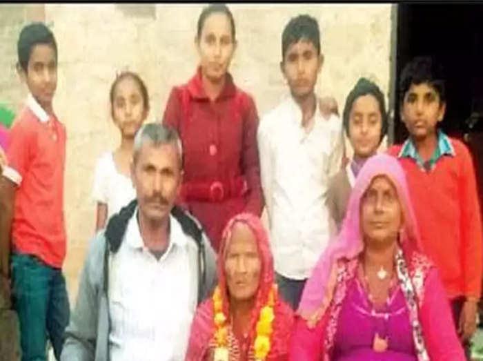 परिवार के साथ जमुना माई