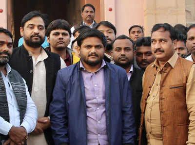 Varanasi Pahunche Haardik Patel, Bole- Naheen Ladoonga PM Modi Ke Khilaaf Chunaav