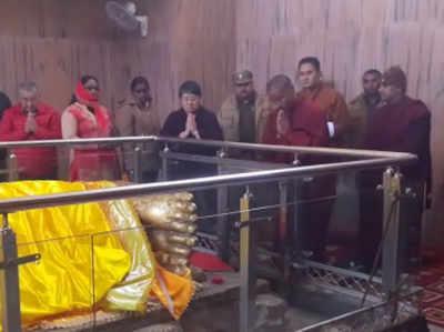 मंदिर में पूजा करतीं भूटान की राजकुमारी