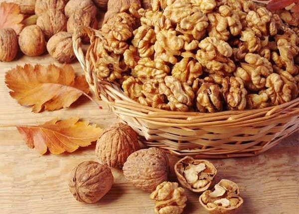 अखरोट (walnuts)