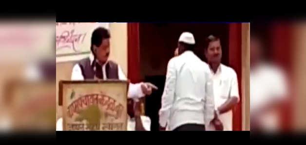 देखें: महाराष्ट्र में बुजुर्ग किसान पर भड़के BJP MP दिलीप गांधी