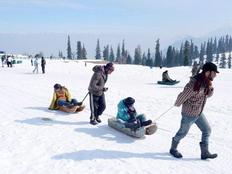 fresh snowfall in kashmir it is the best time to enjoy heavens beauty