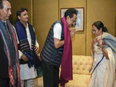 कोलकाता: ममता बनर्जी की ऐंटी-BJP रैली के लिए विपक्ष के नेता हुए एकत्र