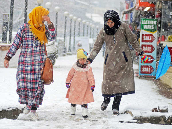 demand for electric blankets increase in kashmir after heavy snowfall