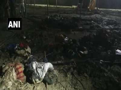 आग में जलकर खाक हुआ टेंट और सामान