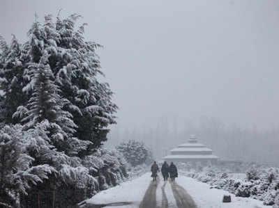 कश्मीर में भारी बर्फबारी का अनुमान