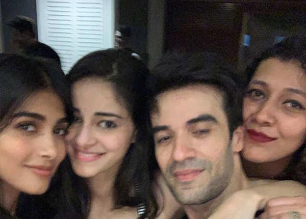 पुनीत के घर पर पार्टी