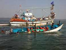 eight died in karwar boat accident