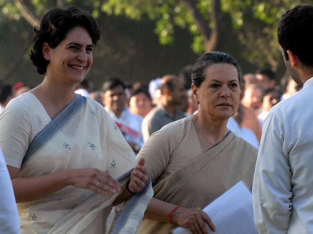 प्रियंका और सोनिया गांधी (फाइल)