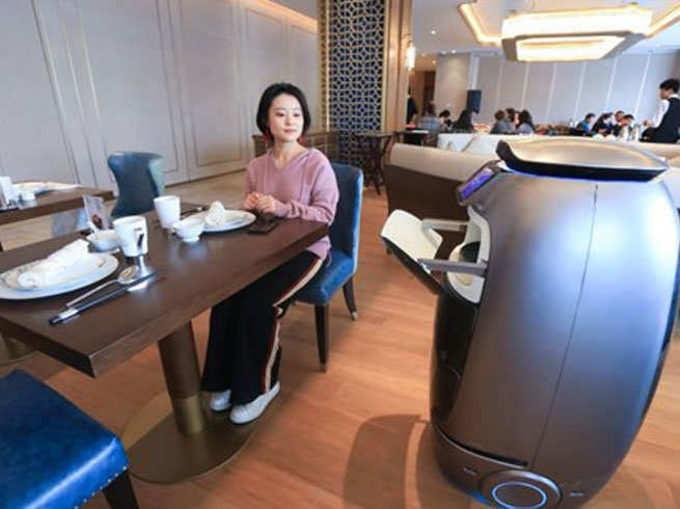 या हॉटेलात रोबो आहेत स्वयंपाकी, सर्व्ह करतात कॉकटेल