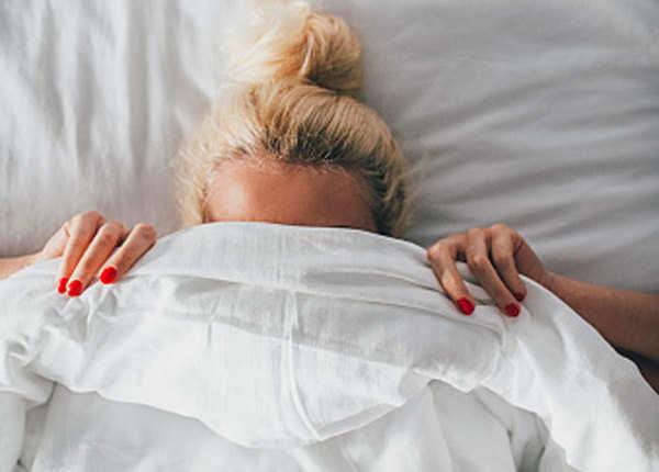 खतरनाक साबित हो सकती है सोने की यह आदत