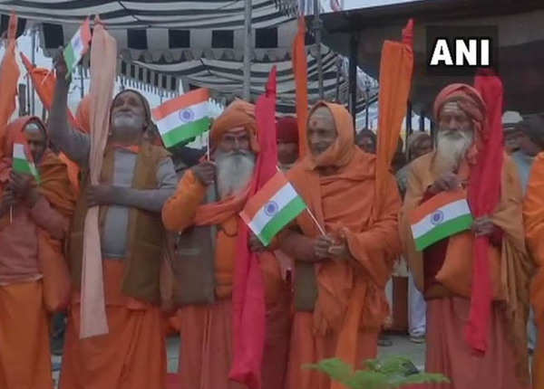 कुंभ में संतों ने मनाया गणतंत्र दिवस