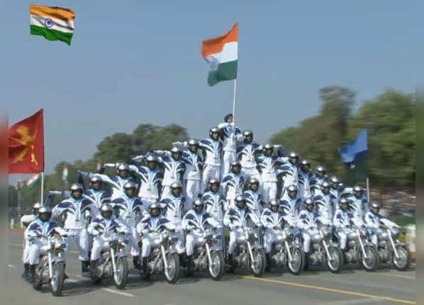 9 मोटरसाइकलों पर 33 जवान