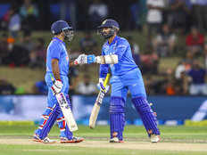india beats new zealand in third odi at bay oval to win series