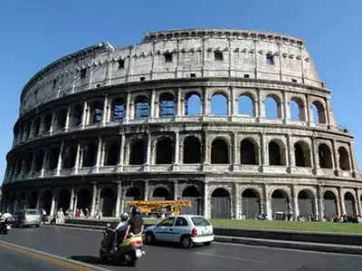 बेहद खूबसूरत और रोमांचक है इटली