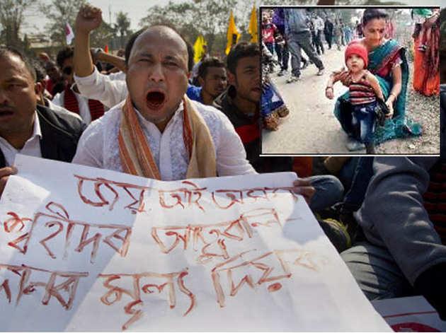असम में नागरिकता बिल का विरोध, अपने बच्चे के साथ महिला (इनसेट में)