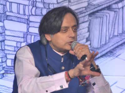 कुंभ मेले पर शशि थरूर के बयान को केंद्रीय मंत्री स्मृति ईरानी ने बताया हिंदुओं का अपमान