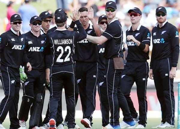33 के स्कोर पर भारत की आधी टीम लौटी पविलियन