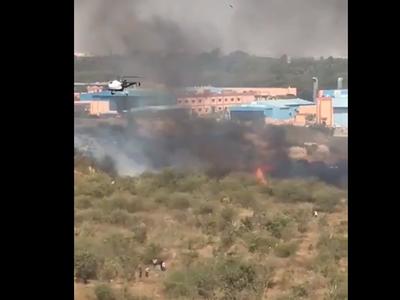 मिराज 2000 के दुर्घटनाग्रस्त होने के बाद निकलता धुआं