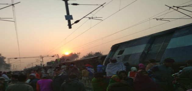 बिहार रेल हादसा: सीमांचल एक्सप्रेस की नौ बोगियां पटरी से उतरीं, 7 यात्रियों की मौत