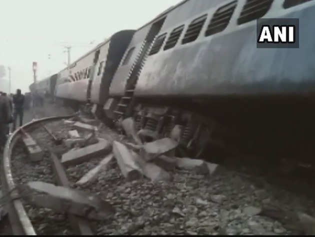 सीमांचल एक्सप्रेस ट्रेन हादसा