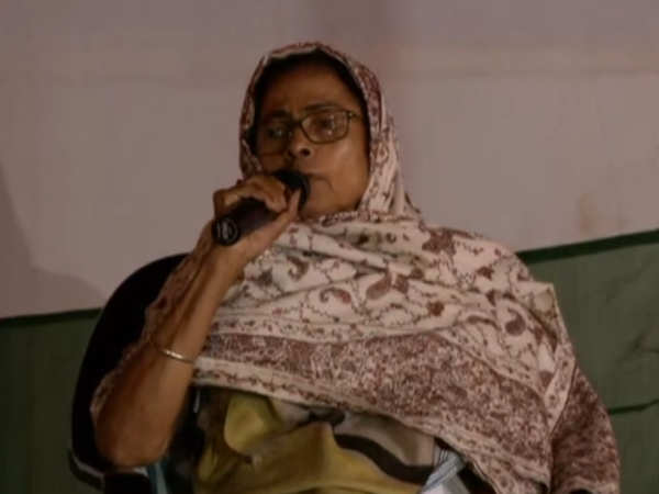 west bengal cm mamata banerjee continues save the constitution dharna past midnight