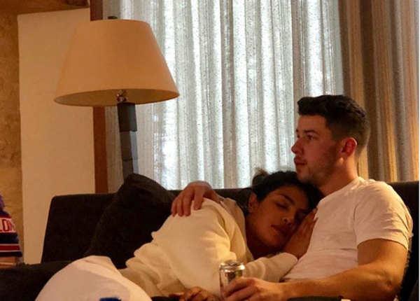 निक की बाहों में आराम से सो रहीं प्रियंका