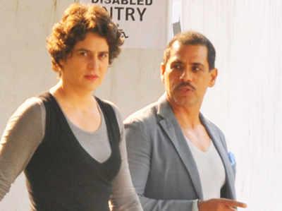 मनी लॉन्ड्रिंग केस: ED ऑफिस में पूछताछ के लिए पहुंचे रॉबर्ट वाड्रा, प्रियंका गांधी भी हैं साथ