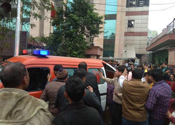 30-40 मरीज निकाले गए अस्पताल से