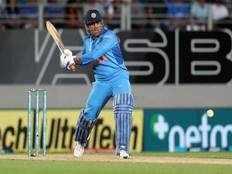 ms dhoni has great cricket brain says yuvraj singh