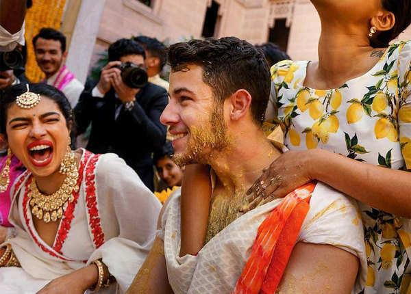प्रियंका-निक की हल्दी की मजेदार तस्वीरें
