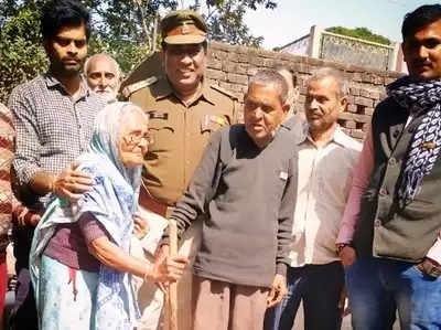 UP: 15 साल की उम्र में घर से भागने वाले मुरलीधर 42 साल बाद लौटे