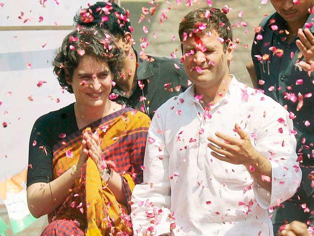 यूपी में एक रोड-शो के दौरान प्रियंका और राहुल गांधी (फाइल फोटो)